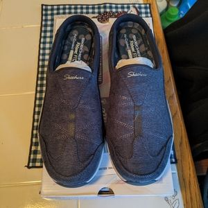 Skechers relaxed fit slides